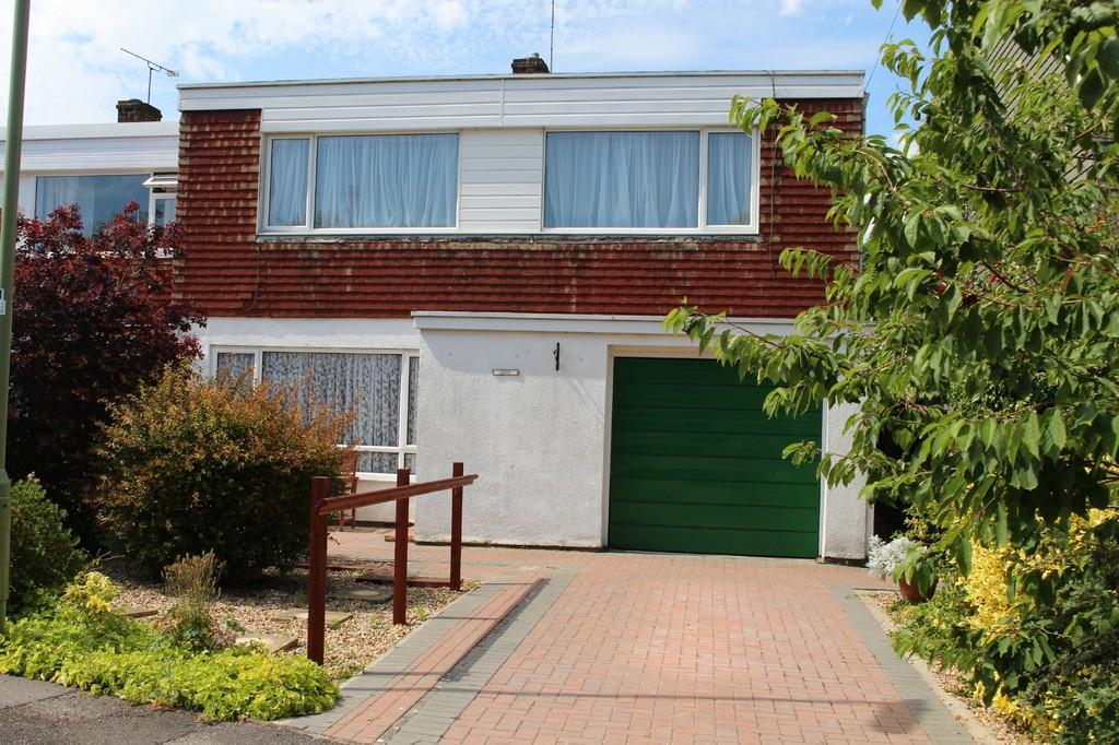 4 Bedrooms Semi Detached House for sale in Langdown Lawn Close, Hythe