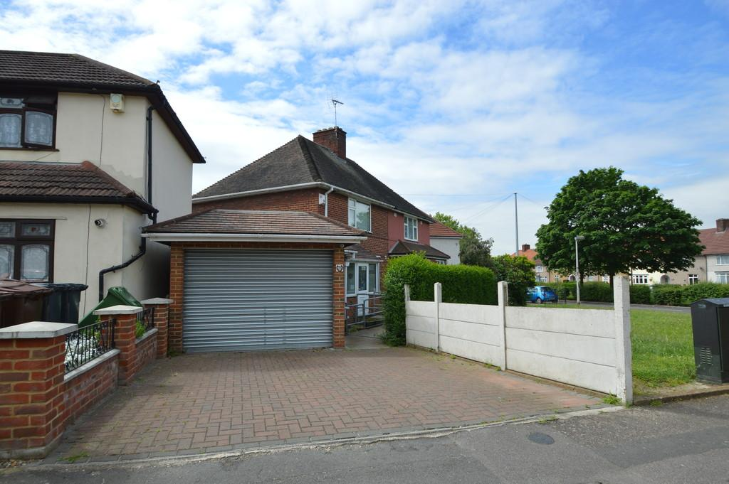 2 Bedrooms Semi Detached House for sale in Warrington Road, Dagenham