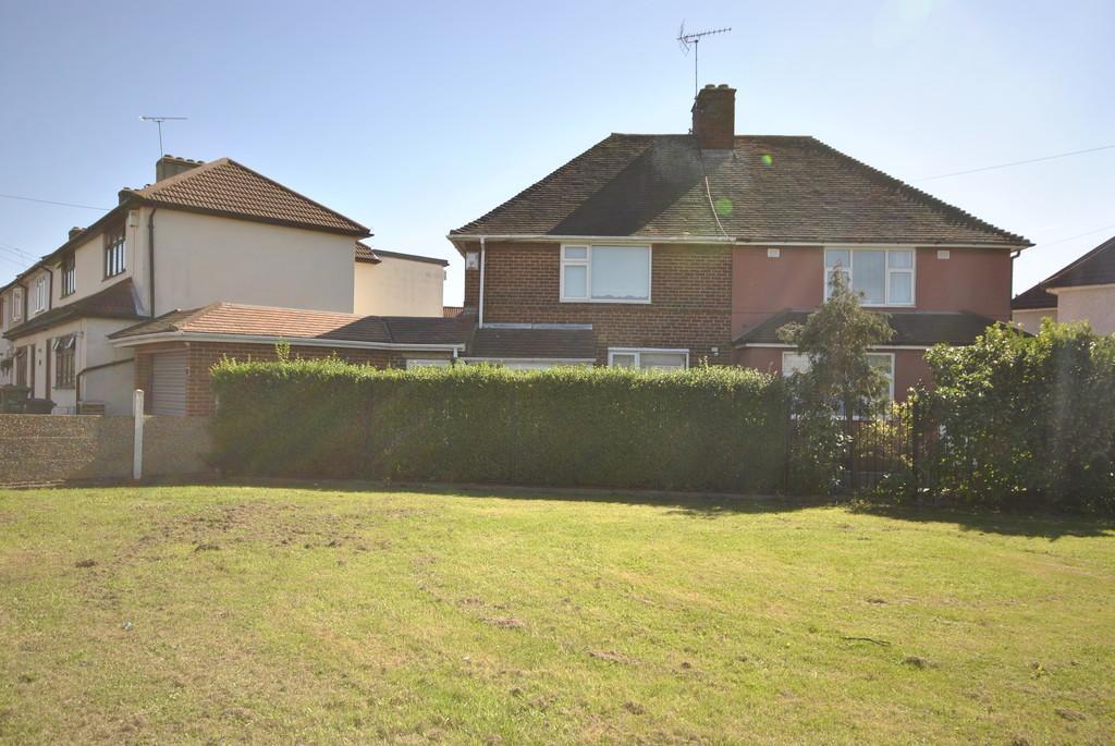 2 Bedrooms Semi Detached House for sale in Warrington Road, Dagenham