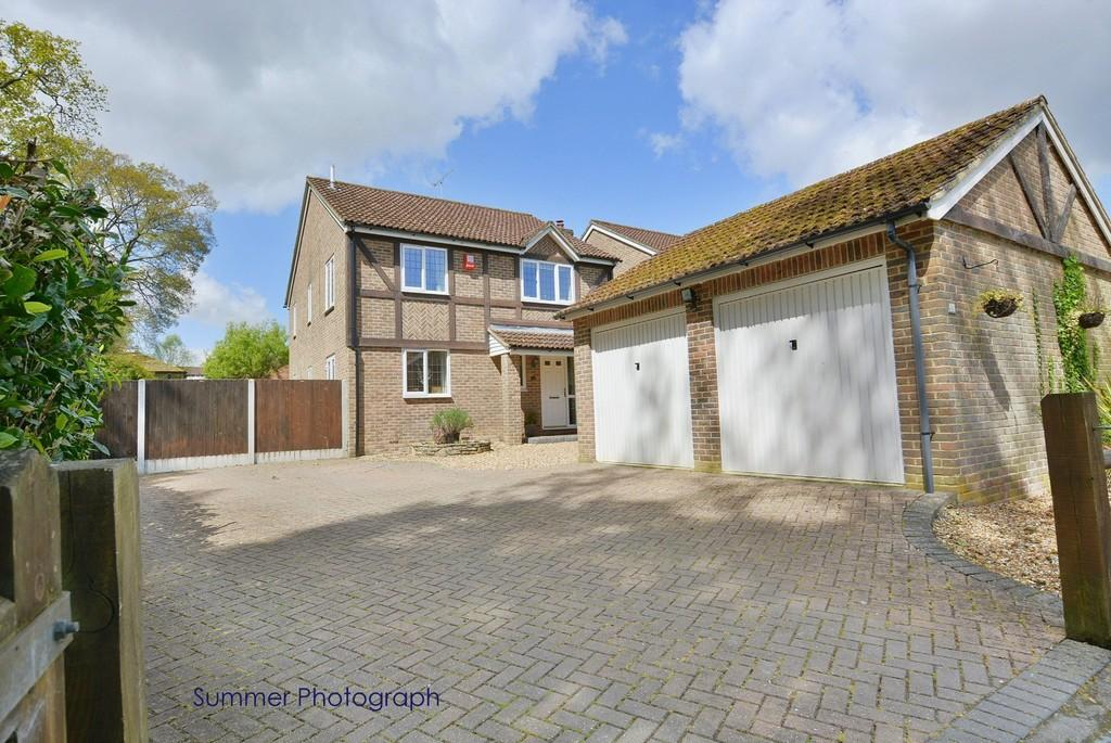 4 Bedrooms Detached House for sale in St Michaels Road, VERWOOD