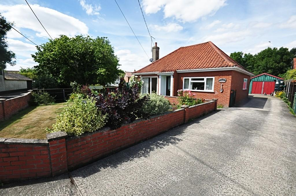 2 Bedrooms Detached Bungalow for sale in Harvey Lane, Dickleburgh