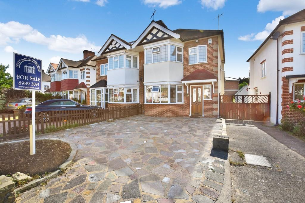 3 Bedrooms Semi Detached House for sale in Lorne Gardens, Wanstead