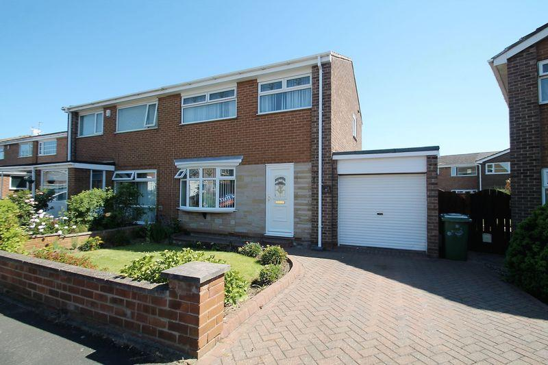 3 Bedrooms Semi Detached House for sale in Hollystone Court, High Grange