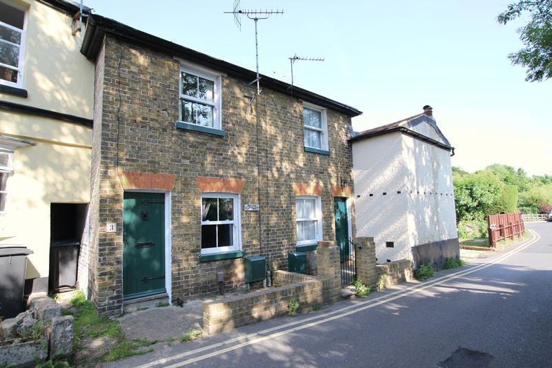 2 Bedrooms Terraced House for sale in Temple Ewell