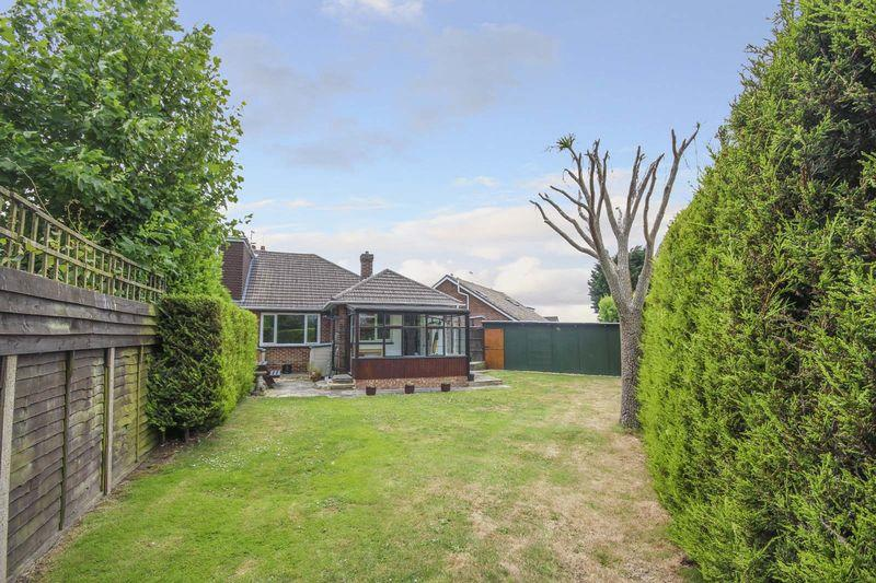 3 Bedrooms Bungalow for sale in East Preston