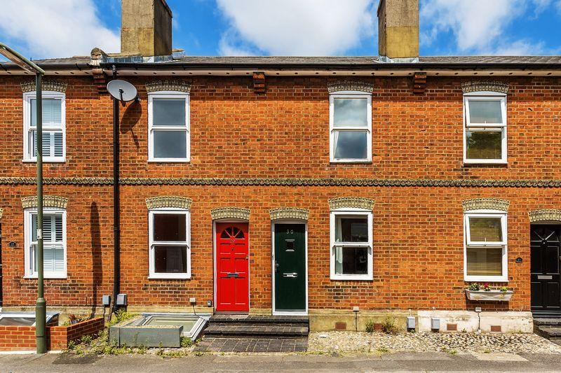 2 Bedrooms Terraced House for sale in Town Centre