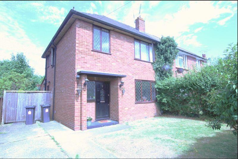3 Bedrooms Semi Detached House for rent in James Road, Camberley