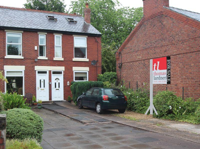 4 Bedrooms End Of Terrace House for sale in Lockside, Marple, Stockport