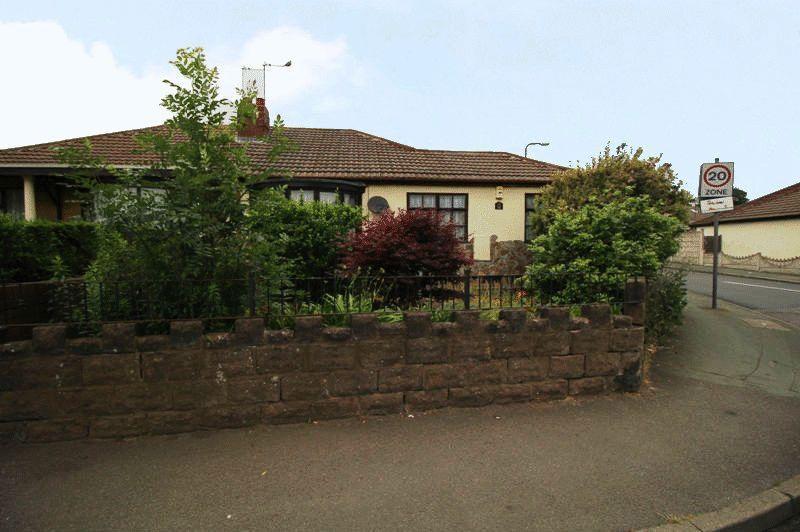 3 Bedrooms Semi Detached Bungalow for sale in Bradley Lane, Bilston
