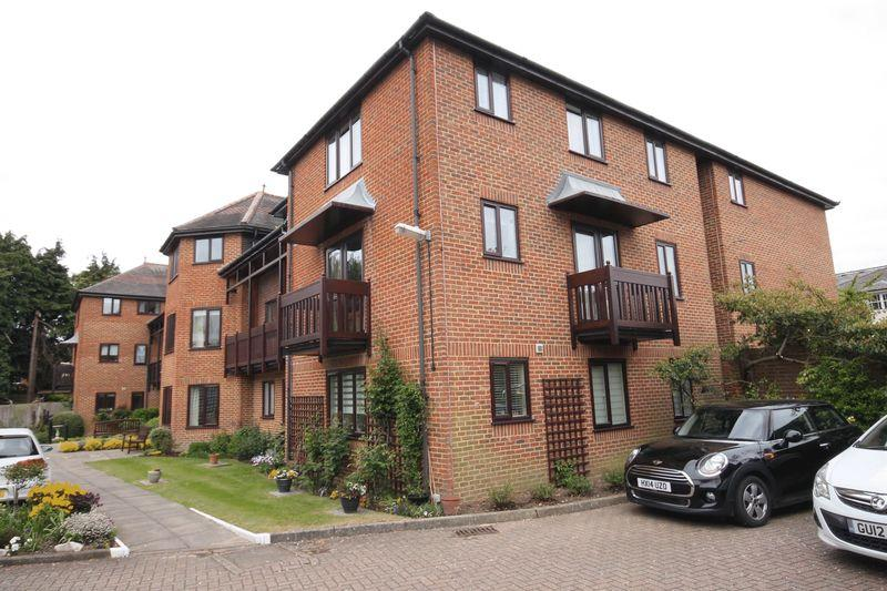 2 Bedrooms Retirement Property for sale in Bartholomew Court, Dorking