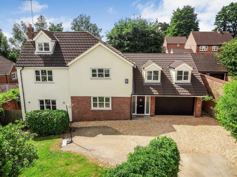 5 Bedrooms Detached House for sale in Church Street, Ampthill