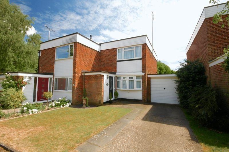 2 Bedrooms Semi Detached House for sale in The Park, Redbourn