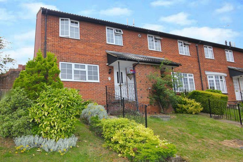 3 Bedrooms End Of Terrace House for sale in London Road, Markyate