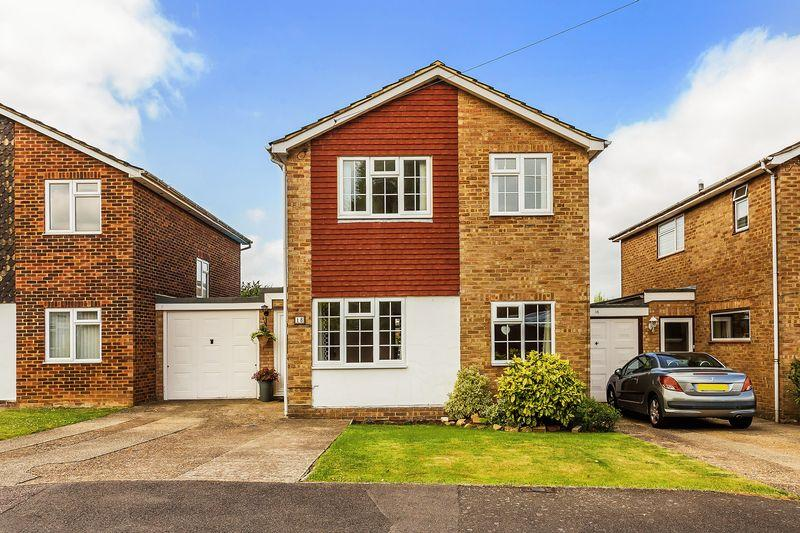 3 Bedrooms Detached House for sale in Hillbrow Close, Guildford