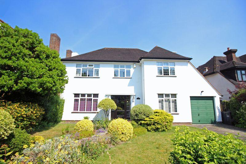 5 Bedrooms Detached House for sale in Fitzjames Avenue, Whitgift Foundation, East Croydon, Surrey