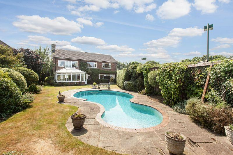 5 Bedrooms Detached House for sale in Lawn Close, Sundridge Park, Bromley