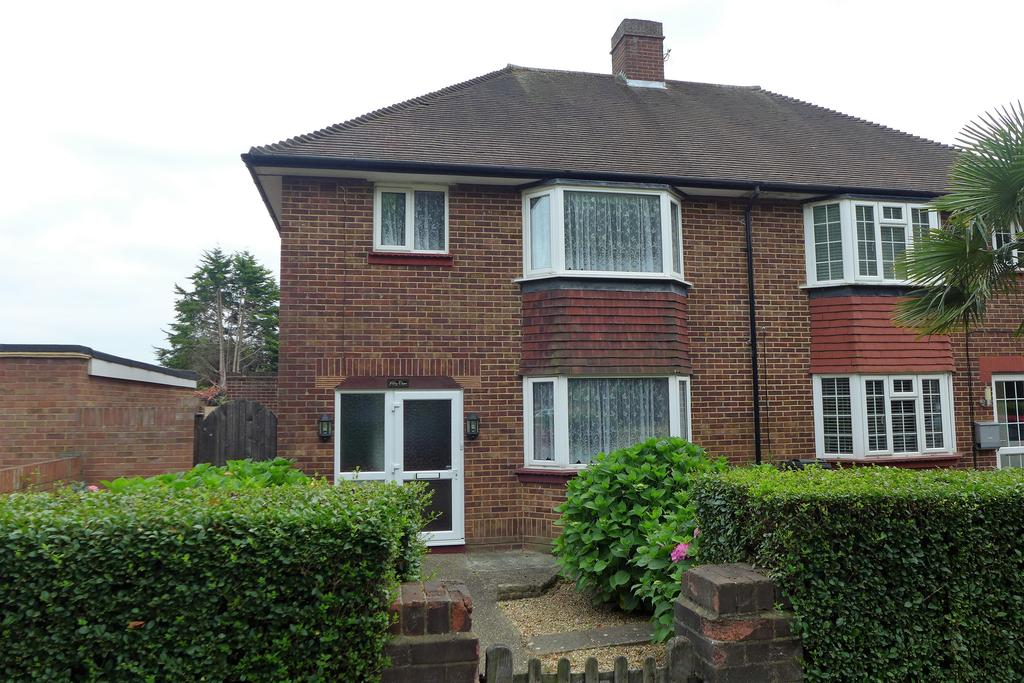 3 Bedrooms Semi Detached House for sale in Chertsey Road, Feltham