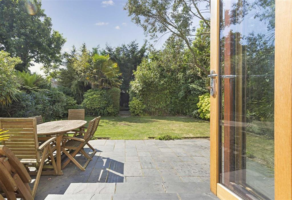 3 Bedrooms Semi Detached House for sale in Rear Of 28 Wilbury Gardens, Hove, East Sussex