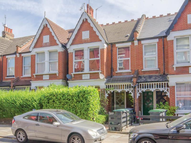 2 Bedrooms Ground Flat for sale in Crescent Road, N22