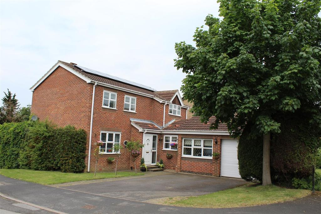 4 Bedrooms Detached House for sale in Meadow Drive, Market Weighton, York
