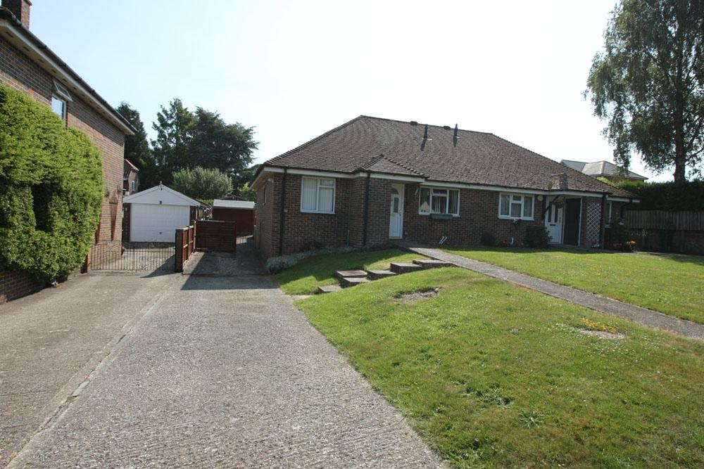 2 Bedrooms Semi Detached Bungalow for sale in Kerchers Field, overton rg25