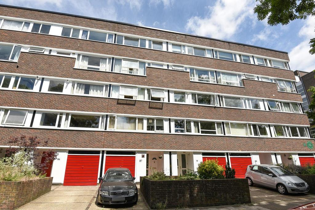 2 Bedrooms Flat for sale in Fair Acres, Bromley, BR2