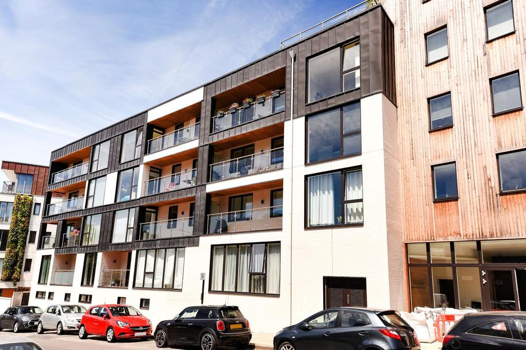 2 Bedrooms Flat for sale in Iverson Road, West Hampstead, NW6
