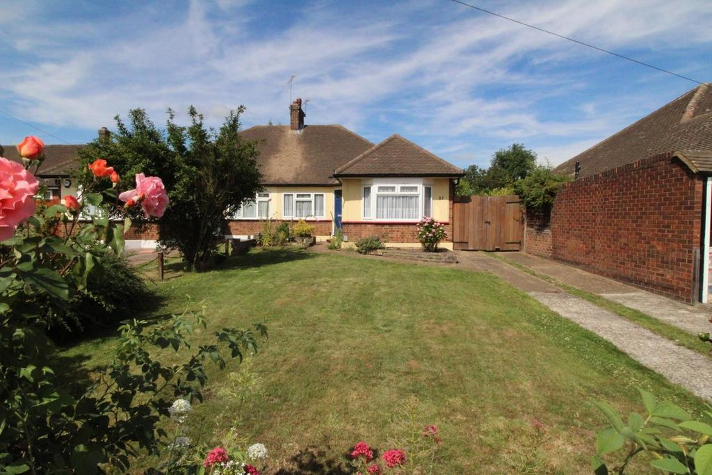 2 Bedrooms Semi Detached Bungalow for sale in Canterbury Avenue, Upminster, Essex, RM14