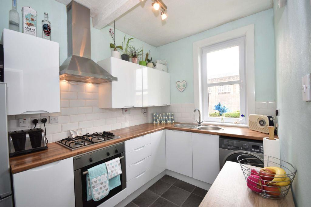 2 Bedrooms Flat for sale in 3/3 Rosefield Avenue, Edinburgh, EH15 1AT