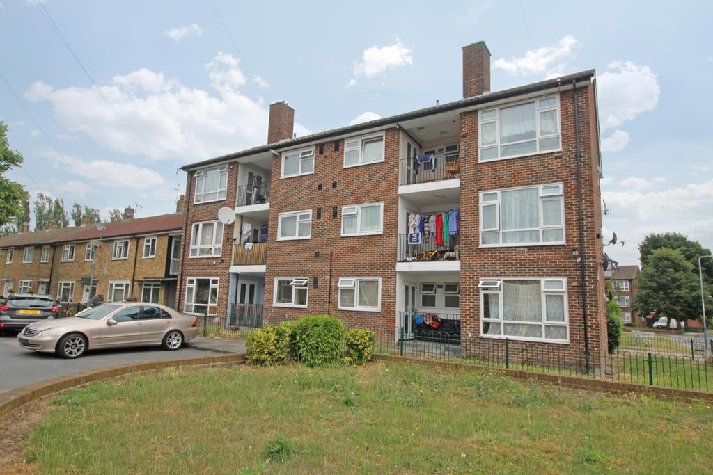 2 Bedrooms Flat for sale in Ampleforth Road London SE2