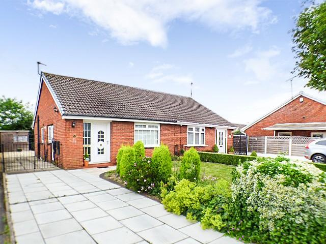 2 Bedrooms Bungalow for sale in Columbine Close, Widnes