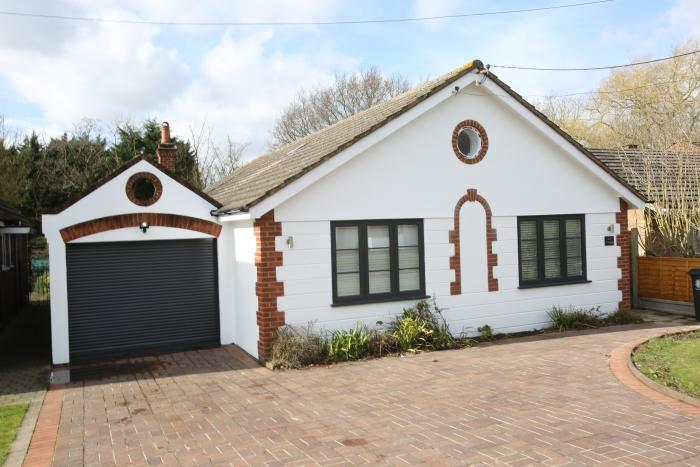 4 Bedrooms Chalet House for sale in 6 CUMLEY ROAD, TOOT HILL CM5