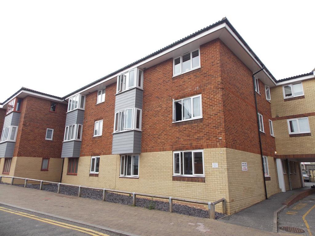 2 Bedrooms Ground Flat for sale in Bridge Court, Bridge Street, Newhaven, East Sussex
