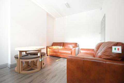 5 bedroom terraced house to rent - True Stunning 5 Bedroom 2 Bathroom Student House on Umberslade Road Selly Oak