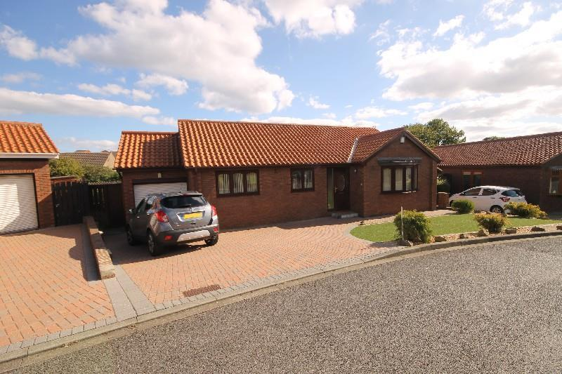 3 Bedrooms Detached Bungalow for sale in St Mawes Close, Cliffords Green, Hartlepool