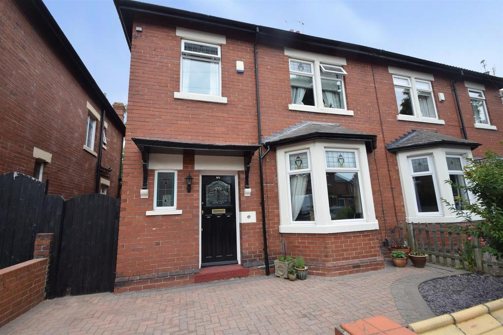 3 Bedrooms Semi Detached House for sale in Percy Gardens, Whitley Bay