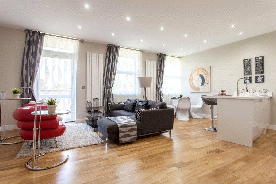 2 Bedrooms Flat for sale in Riverside House, Furlong Road, Bourne End, Buckinghamshire, SL8