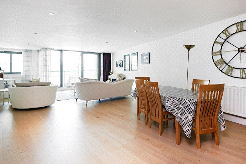 3 Bedrooms Flat for sale in Tanner Street, London