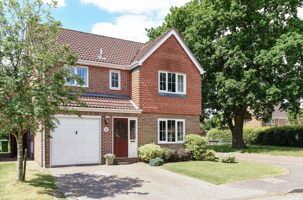 4 Bedrooms Detached House for sale in Lower Mead, Petersfield, GU31