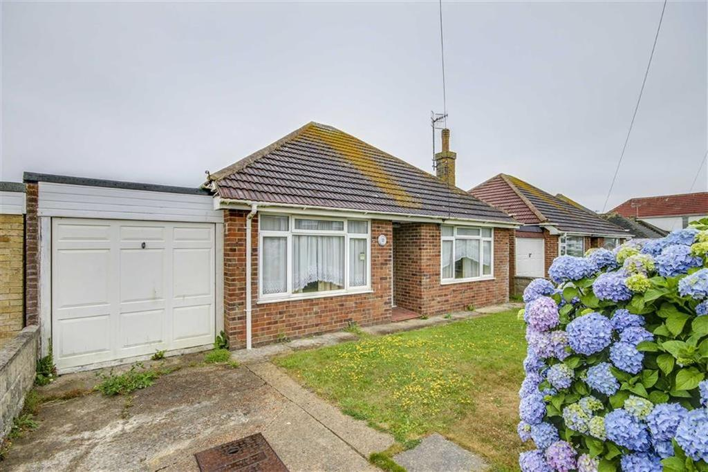 2 Bedrooms Detached Bungalow for sale in Hoddern Avenue, Peacehaven