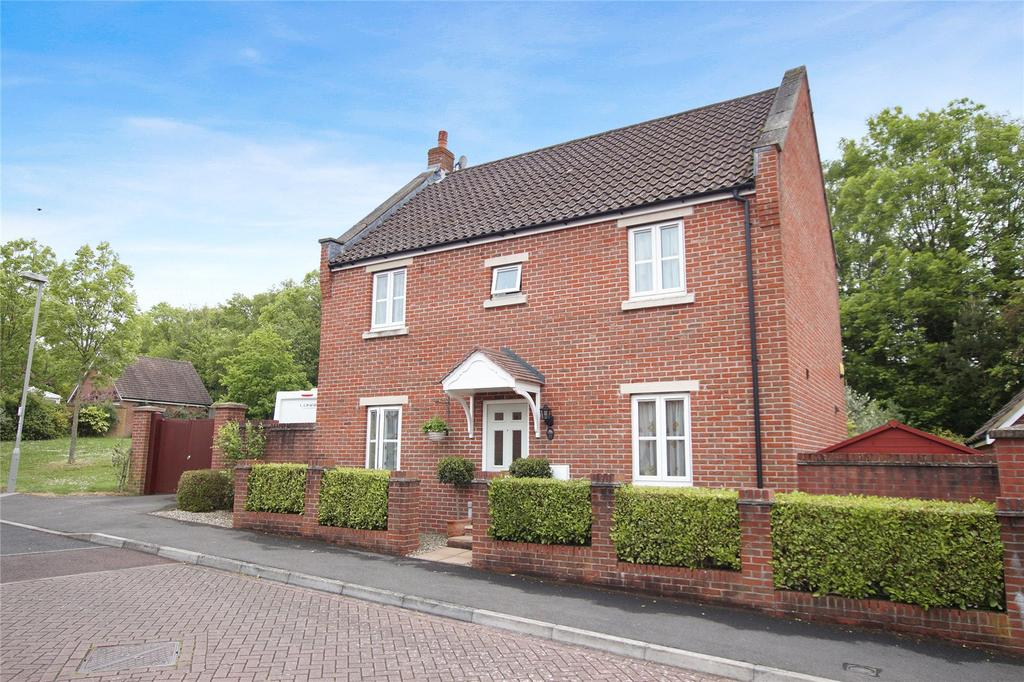 4 Bedrooms Detached House for sale in Westbury Way, Blandford Forum, Dorset