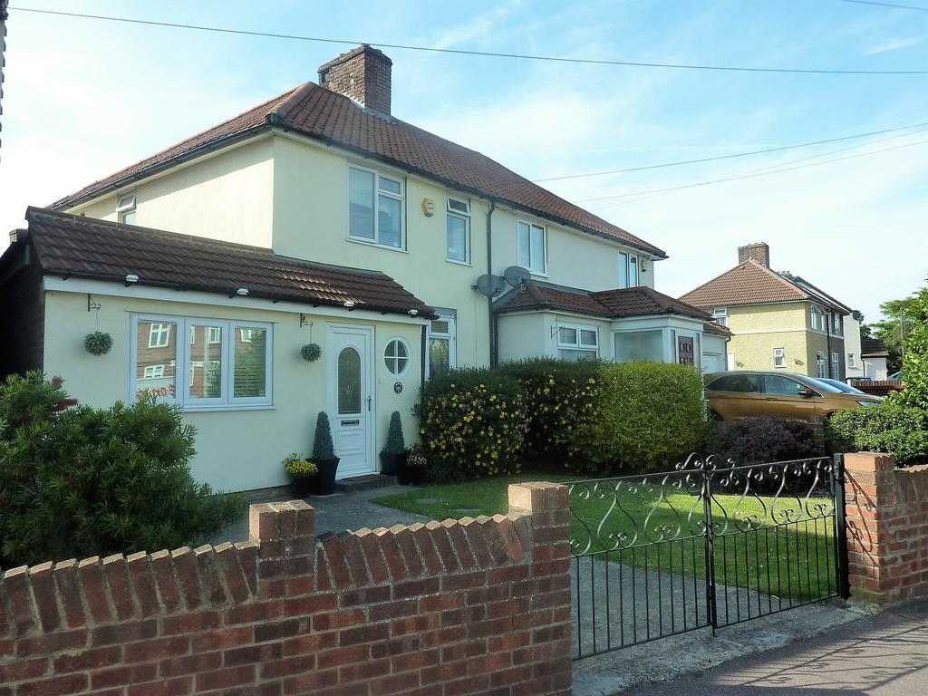 4 Bedrooms Semi Detached House for sale in Humphries Close, Dagenham RM9