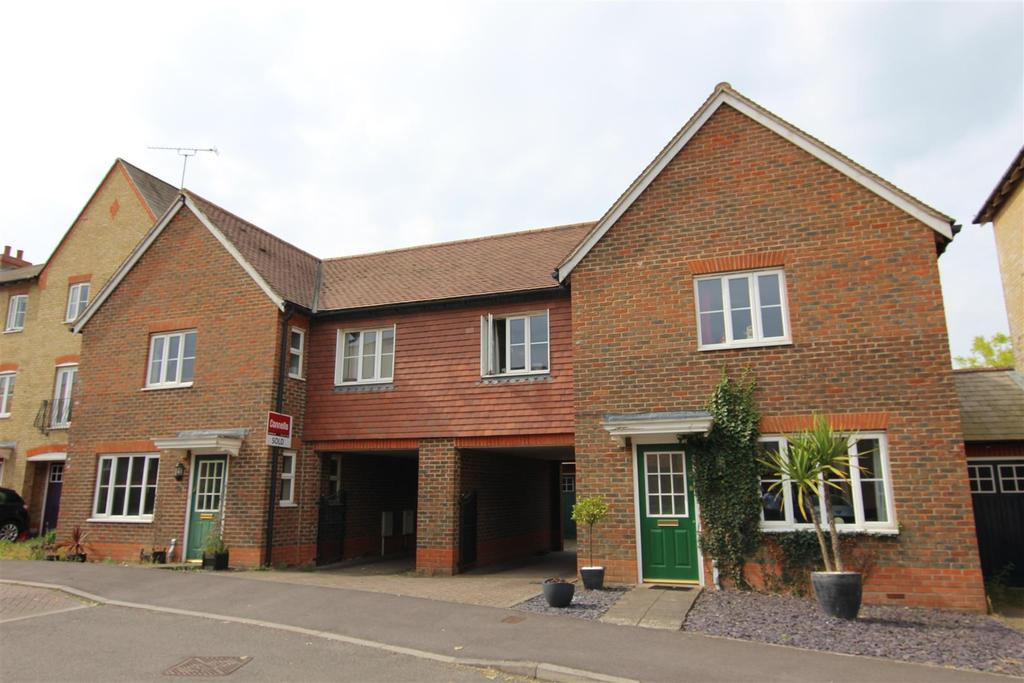 4 Bedrooms Semi Detached House for sale in Curf Way, Burgess Hill