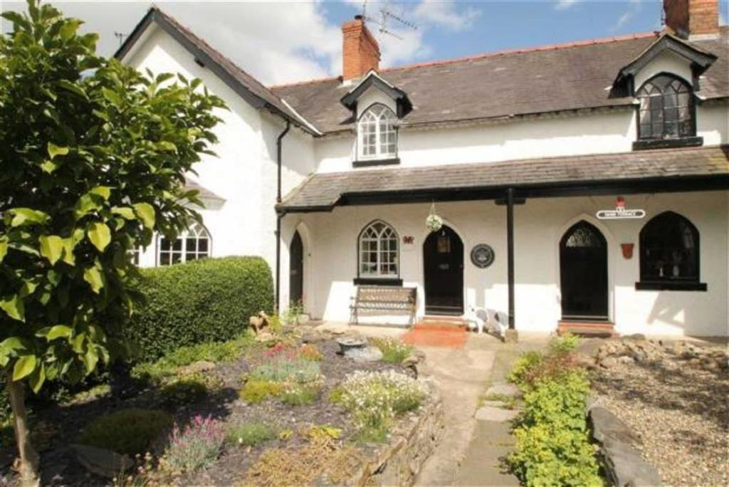 2 Bedrooms Terraced House for sale in Hand Terrace, Chirk, Wrexham