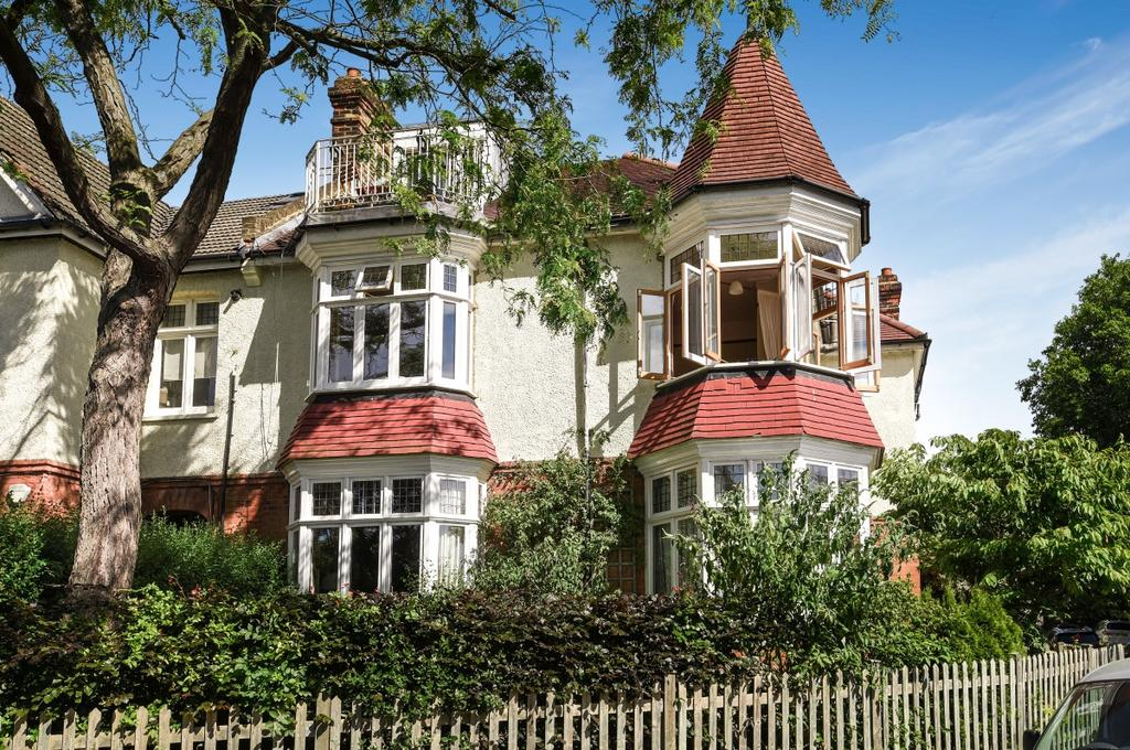 2 Bedrooms Flat for sale in St. Austell Road London SE13