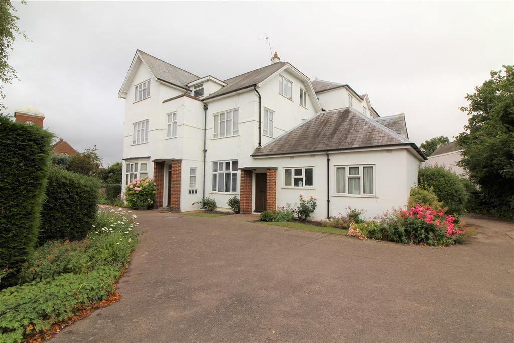 3 Bedrooms Flat for sale in Connaught Avenue, Frinton-On-Sea