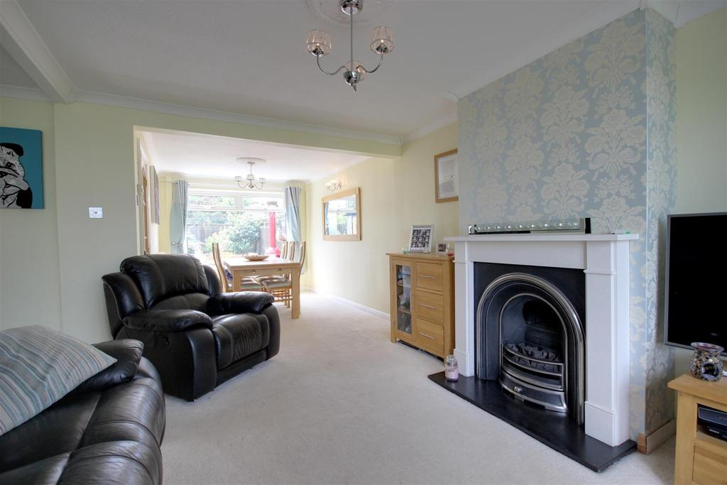 3 Bedrooms Semi Detached House for sale in Hunter Road, Elloughton, Brough