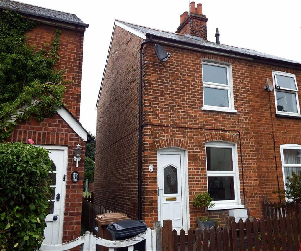 2 Bedrooms Semi Detached House for sale in Haycroft Road, Stevenage, Hertfordshire, SG1