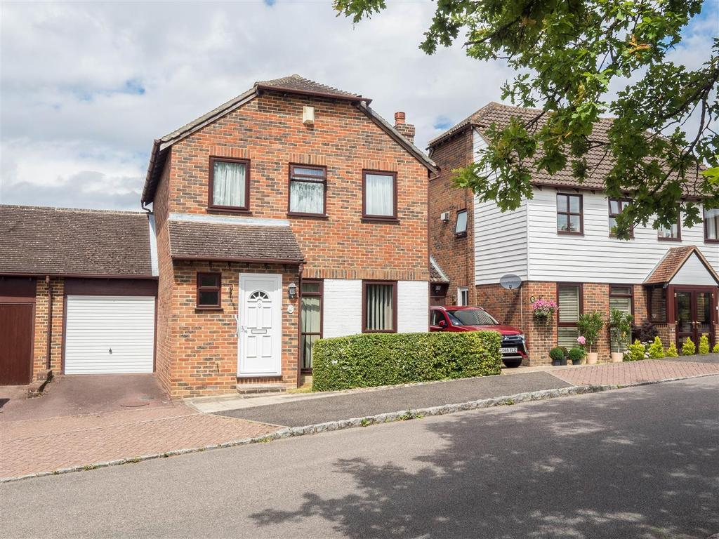 3 Bedrooms Link Detached House for sale in Button Lane, Bearsted, Maidstone