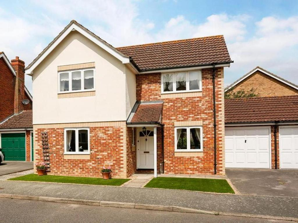 3 Bedrooms Link Detached House for sale in Emblems, Dunmow, Essex, CM6